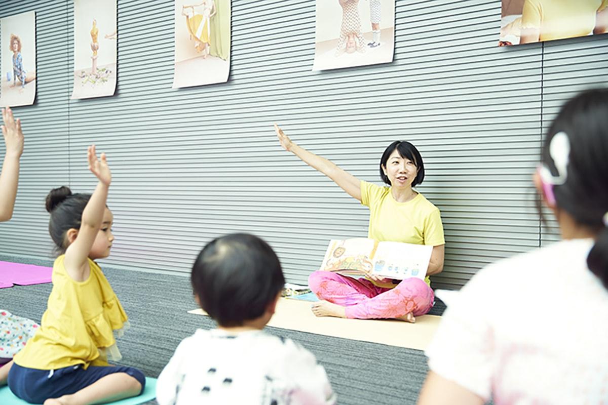 のびのび楽しく体を動かす!〈プレイタイム東京〉で開催されたユニークなキッズヨガをレポート。