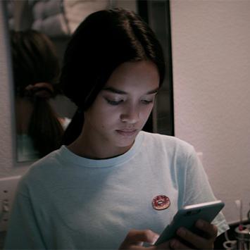 『監視資本主義:デジタル社会がもたらす光と影』が警鐘を鳴らす、無防備な10代とソーシャルメディアとの付き合い方