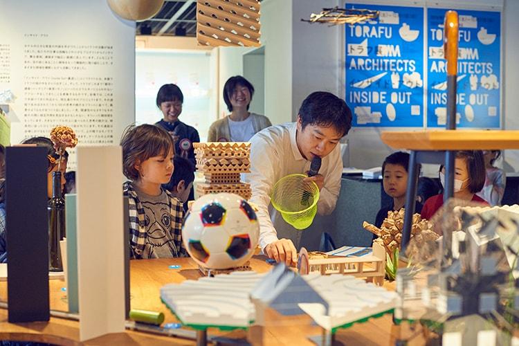 トラフ建築設計事務所の鈴野浩一さんによるギャラリーツアー&ワークショップをレポート。