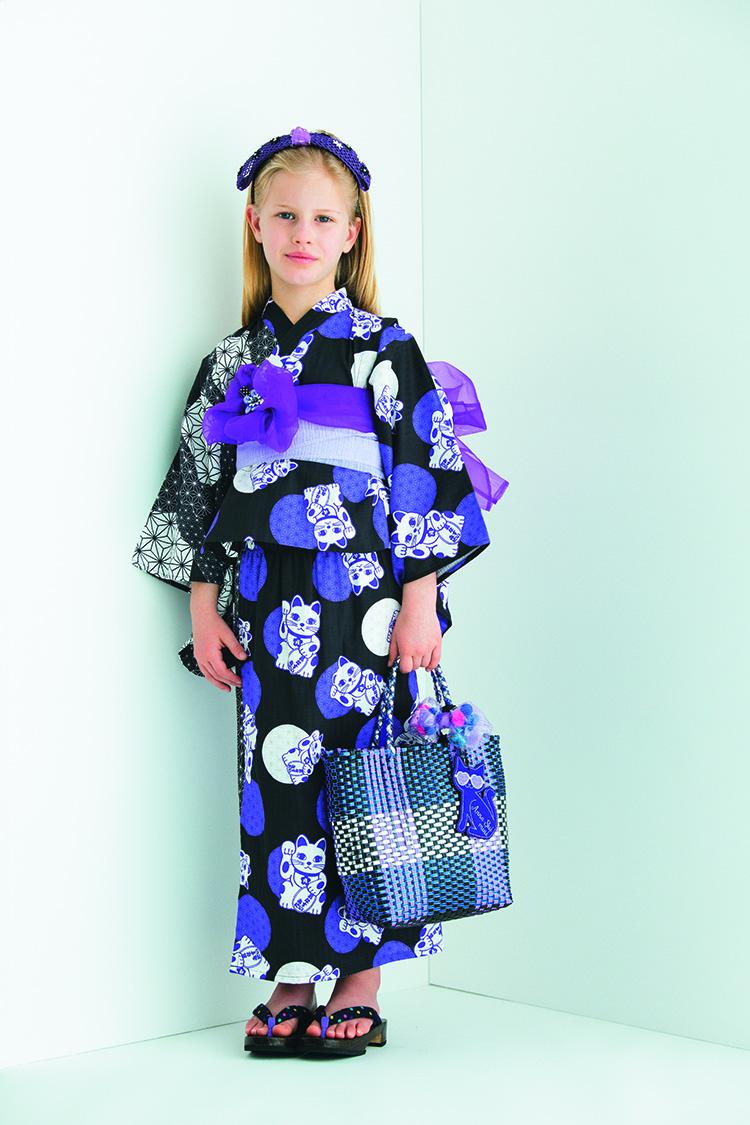浴衣セット(セパレートタイプ)¥10,800 カチューシャ¥4,900 帯につけたヘアクリップ¥2,200 チャームつきかごバッグ¥11,800(H22.5×W19×D12cm) かごバッグにつけたシュシュ¥3,900