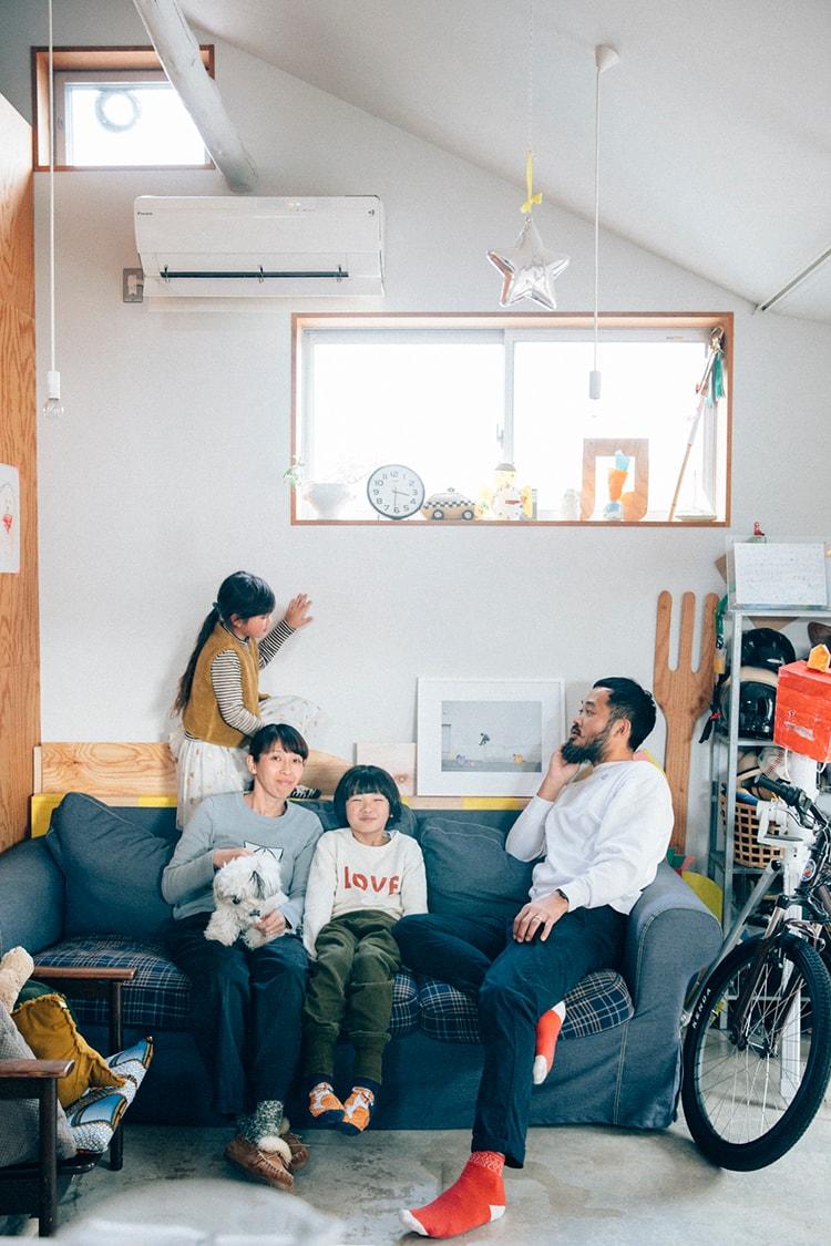 親子がクラスメートのように暮らす家