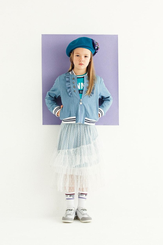 ブルゾン:¥17,064/Tシャツ:¥9,612/スカート2枚セット:¥14,904/ベレー帽:¥8,640/ソックス:¥2,160/スニーカー:参考商品