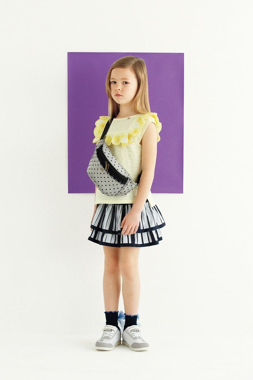 前後2WAYチュニック:¥14,904/パンツつきスカート:¥13,824/ウエストバッグ(H13.9×W32.1㎝):¥6,372/ソックス:¥1,944/スニーカー:参考商品