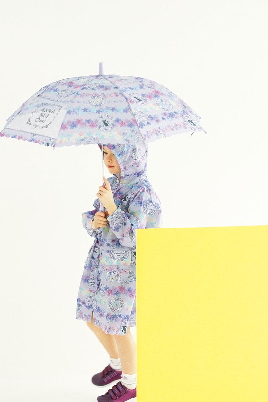 レインコート(ポーチつき):¥7,452/傘:¥4,212 ソックス:¥1,728/スニーカー:参考商品