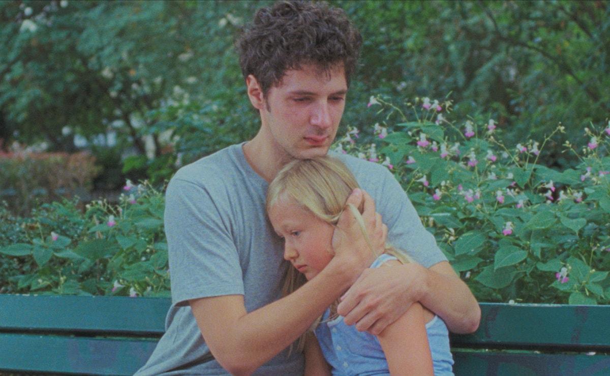 映画『アマンダと僕』。ただ見守り、寄り添うことで乗り越えられるもの