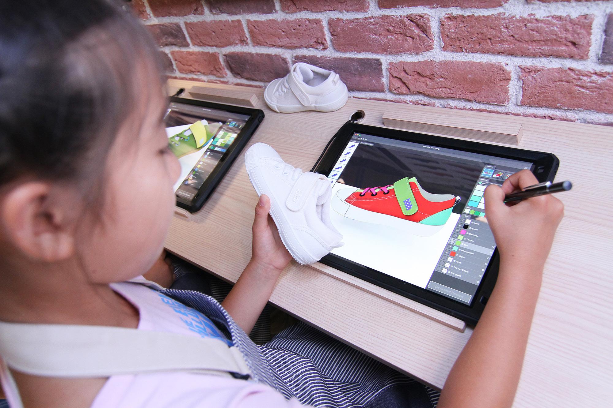 あなたのデザインが本物のスニーカーになる!? 〈キッザニア東京〉の「くつ工場」パビリオンにてデザインコンテストを開催!