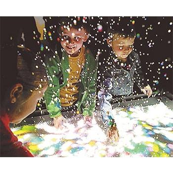 SNS映え間違いなし!「魔法の美術館 光と遊ぶ、真夏のワンダーランド」⼭梨県⽴美術館で開催