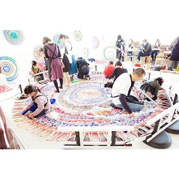 子どもも参加OK!「大きな大きなまるイロワークショップ」水戸芸術館で開催