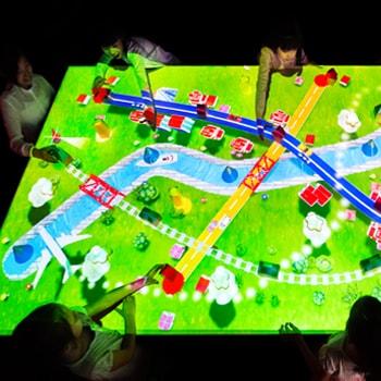 〈あすたむらんど徳島〉でチームラボによる「つながる!積み木のまち」の展示がスタート