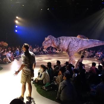 渋谷ヒカリエに恐竜が登場!体験型ライブエンターテインメント「DINO-A-LIVE『DINO SAFARI』」