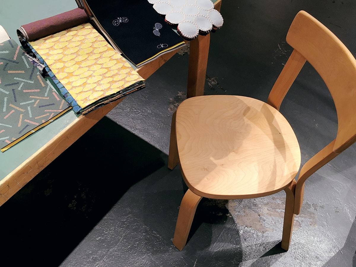 〈ミナ ペルホネン エラヴァ II〉でヴィンテージチェアの座面を〈ミナ ペルホネン〉のテキスタイルに張り替える相談会を開催