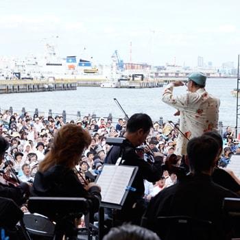〈横浜赤レンガ倉庫特設会場〉で国内最大の全野外型クラシック音楽祭「STAND UP! CLASSIC FESTIVAL 2019」を開催