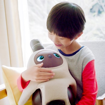 近未来のライフスタイルを提案する体験施設〈EQ House〉で「LOVOT in EQ House 〜未来のお家に家族型ロボットがやって来た!〜」を開催