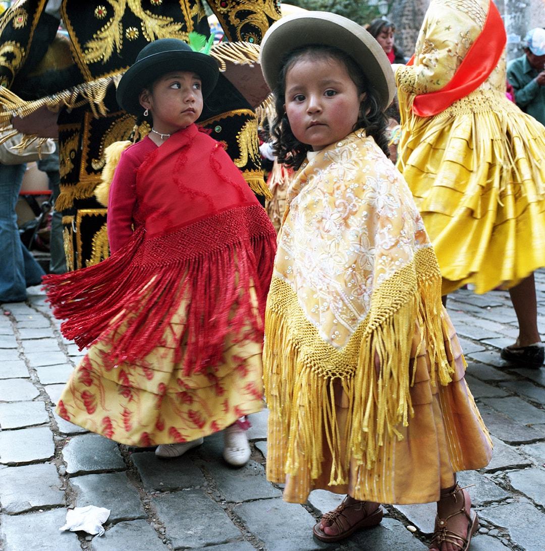 ペルー:マチュピチュへの玄関口・クスコのお祭りで出会った子どもたち