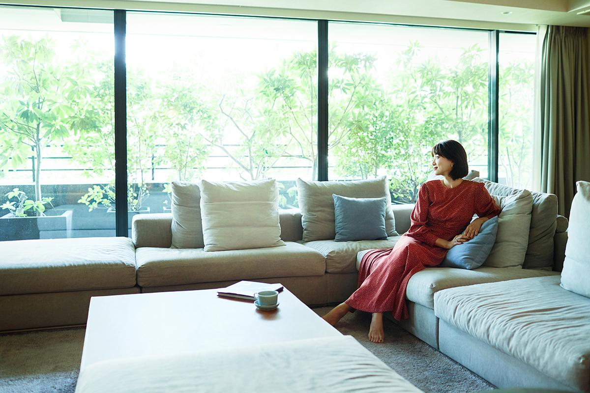 アートに囲まれた美しい自宅。モデル・ヨンアさんの家と暮らし。<br />
