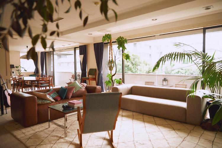 中古家具をあえて選ぶ。クリス-ウェブ 佳子さんの家とインテリア、家族の暮らし。