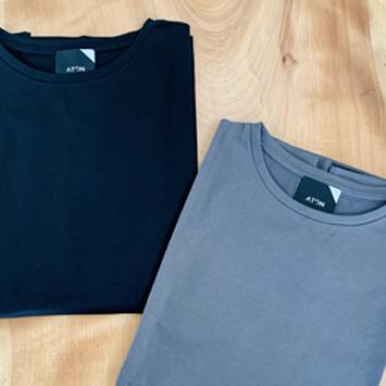 7月:〈ATON〉のTシャツ