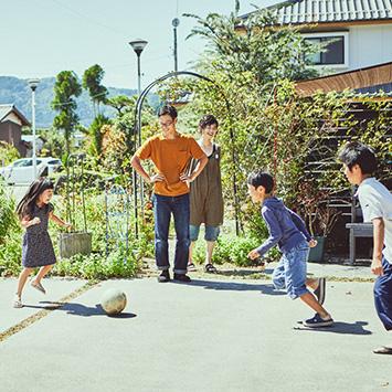 自然に包まれて、のびのび子育てを楽しむ居川ファミリー|HOUSE STORIES Vol.8