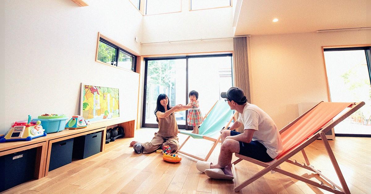 ウッドデッキが心を繋ぐ、新しい暮らしを謳歌する羽田ファミリー|HOUSE STORIES Vol.1