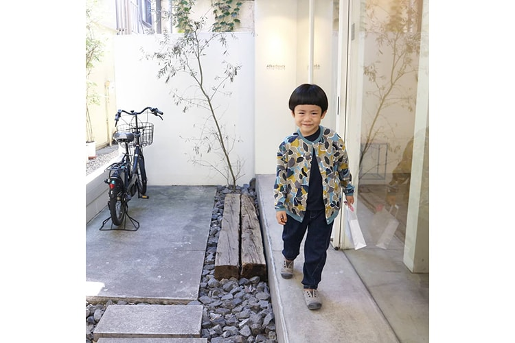 カーディガン:minä perhonen(ミナ ペルホネン)/パンツ:韓国子供服 投稿者:@im__chiiさん