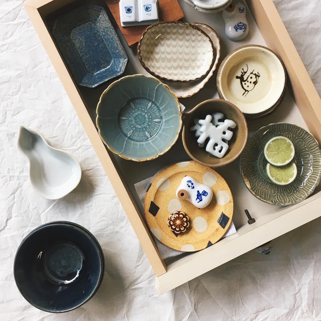 これらのテーブルウェアは、個人で作陶されている作家のものがほとんどとのこと。旅行先や偶然立ち寄ったお店、陶器市などで買うほか、時には欲しい作家の器を探し回って買うこともあるそうです。 投稿者:@m_ay_ahさん