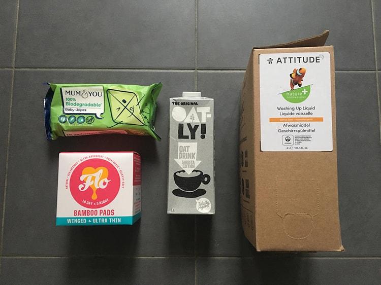 左上からエコワイプ、サニタリーグッズ、オートミルク、食器用洗剤