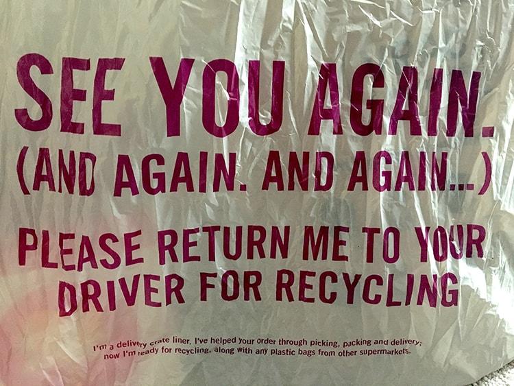 〈Ocado〉の袋にプリントされた「何回も何回も何回も会おうね」のメッセージ
