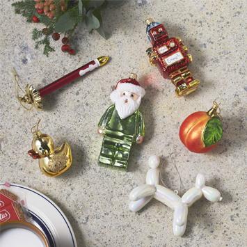 まだ間に合う!子どもウケも抜群なカラフル&ポップなクリスマスツリーの飾り方|クリスマス直前準備