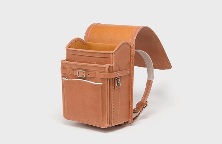 〈エンダースキーマ〉の「japanese school bag(all leather)」