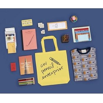 〈DEMYLEE〉×〈CWPE〉カプセルコレクションを発表! 二子玉川店限定で鉛筆柄のニットや別注ペンシルを販売