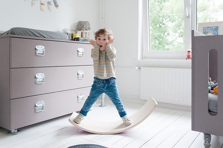 オランダ生まれの木製バランス遊具『Wobbel・オリジナル』日本初登場!