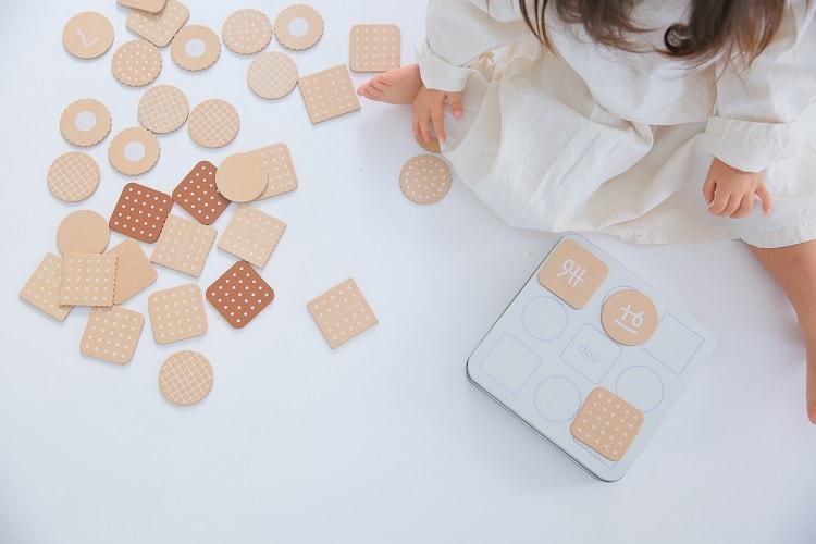 おしゃれな木製玩具〈dou?〉hiragana biscuit