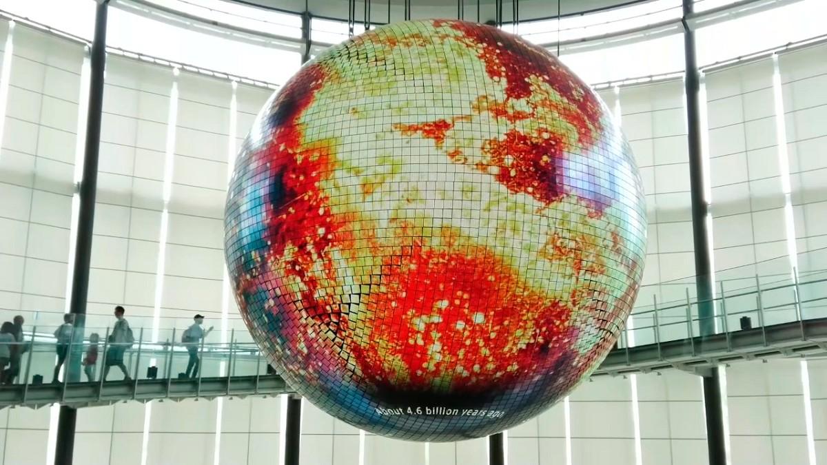 〈日本科学未来館〉地球ディスプレイ「ジオ・コスモス」の新しいコンテンツ「未来の地層 Digging the Future」公開!