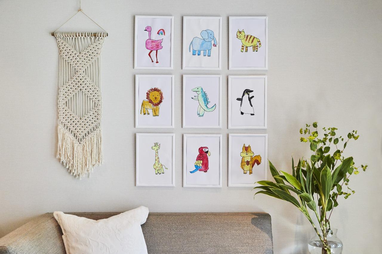 子どもの絵や工作どうやって飾る?壁を使った3つのデコレーションスタイル