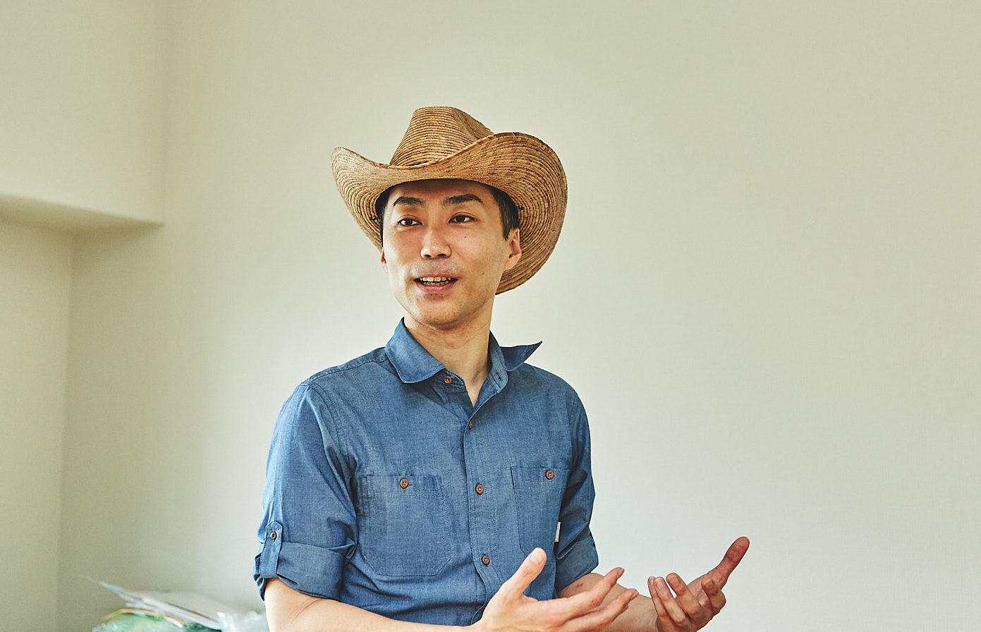 恐竜くん サイエンスコミュニケーター。幼いころに恐竜に魅せられ、16 歳で単身カナダに留学。アルバータ大学で古生物学を中心に広くサイエンスを学ぶ。恐竜展の企画・監修、トークショーやワークショップなど体験教室の開催、イラスト制作、ロボットや模型の監修、執筆、翻訳など幅広く手がける。本名、田中真士。 https://kyoryukun.com/