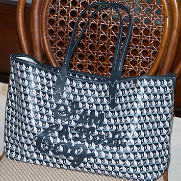 【Vol.11】アニヤ・ハインドーマーチのトートバッグ「I AM A Plastic Bag」