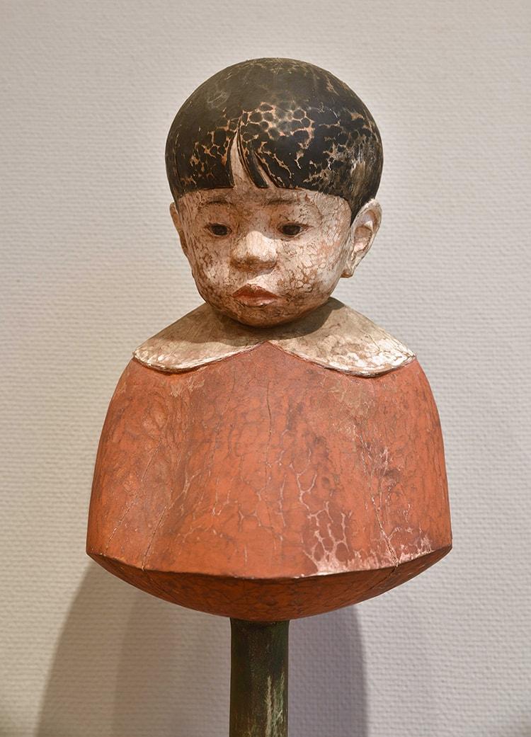 森英二 《ここから》(部分) 1992年 木彫彩色