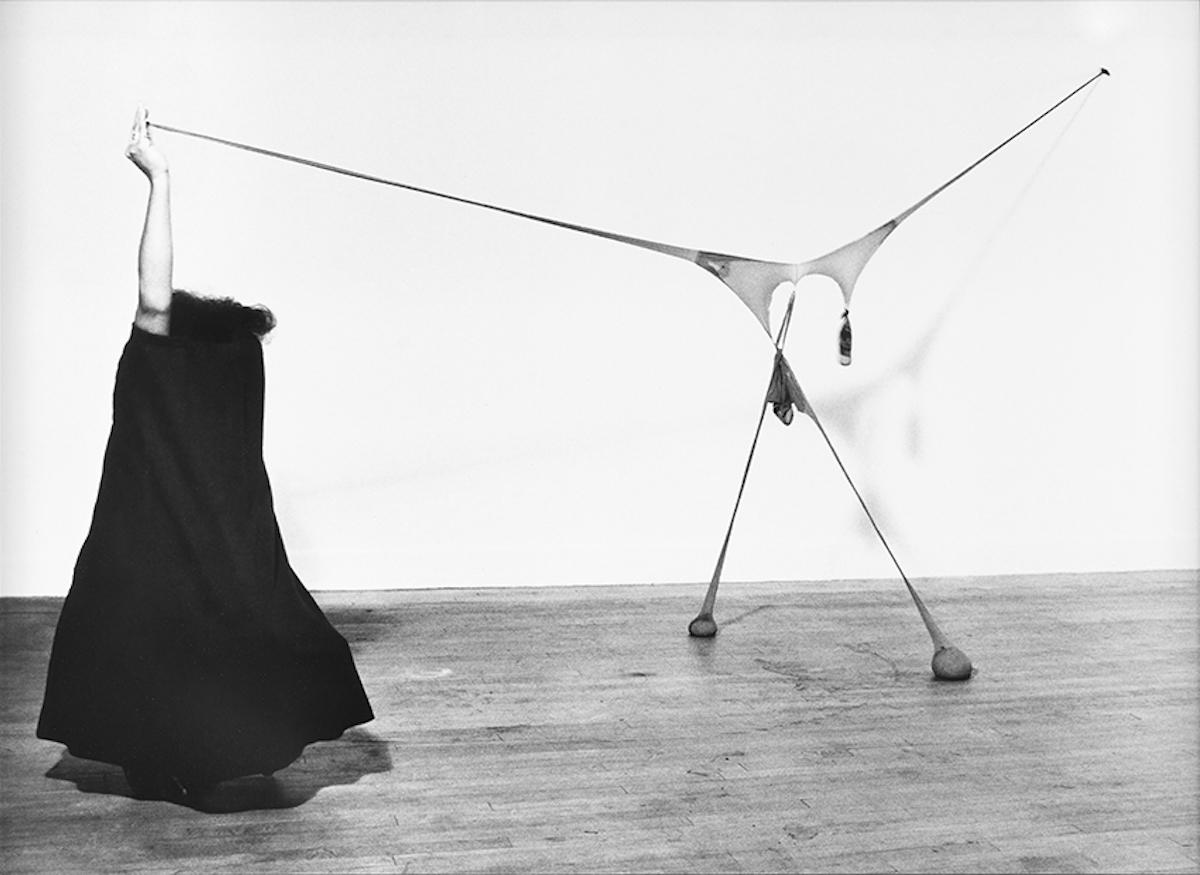 センガ・ネングディ 《R.S.V.P.のスタジオでのパフォーマンス》 1976年 ゼラチン・シルバー・プリント Courtesy: Sprüth Magers and Thomas Erben Gallery ※参考図版