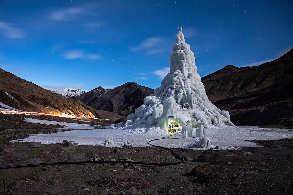 環境の部 組写真2位 シリル・ジャズベック(スロベニア、ナショナルジオグ ラフィックに提供) 気候変動と闘う策:自分の氷河を造る