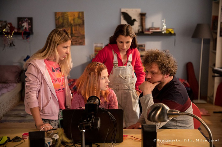 映画『SNS-少女たちの10日間-』の監督に聞く、子どもを性犯罪から守るために親ができること
