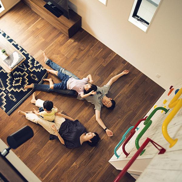 小菅ファミリーが思い描いた新居は、家族みんなの遊び場。 HOUSE STORIES Vol.3