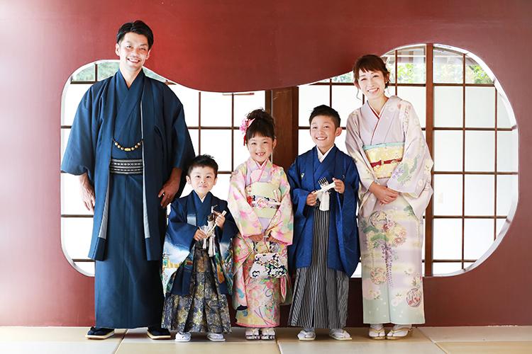 ライフスタジオ 和装で家族写真