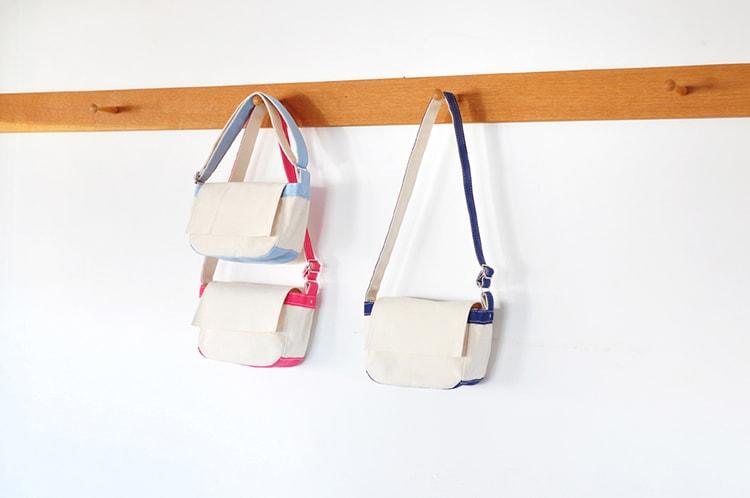 シンプルなデザイン〈TEMBEA〉のショルダーバッグ「TOY BAG」カラー:赤、水色、青