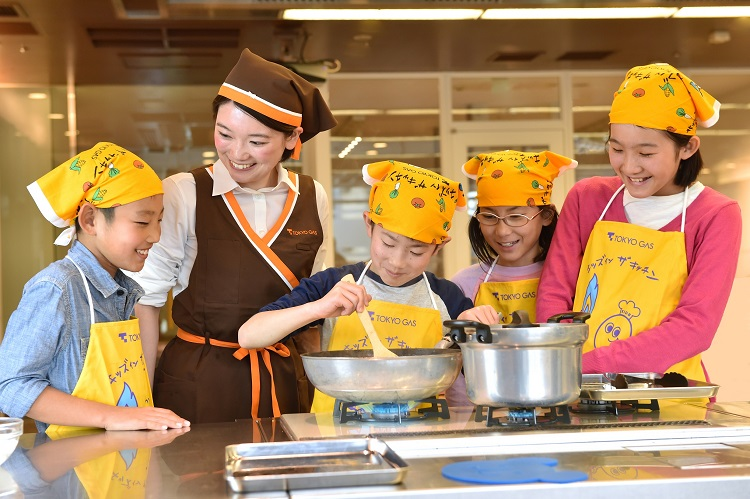 〈東京ガス〉子ども達だけで料理する「子どもクラス」