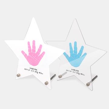 シンプルでスタイリッシュなアクリル製のアートパネルは星型のほかに、四角や丸型も。アクリルアートパネル ¥10,120~