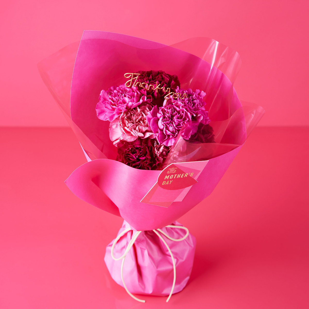 レイヤードブーケはコーラル、フューシャの2色展開。 レイヤードブーケS ¥3,300 ※配送の場合、箱代、送料がかかります。 ※画像はイメージです。使用する花は仕入れにより異なる場合があります。