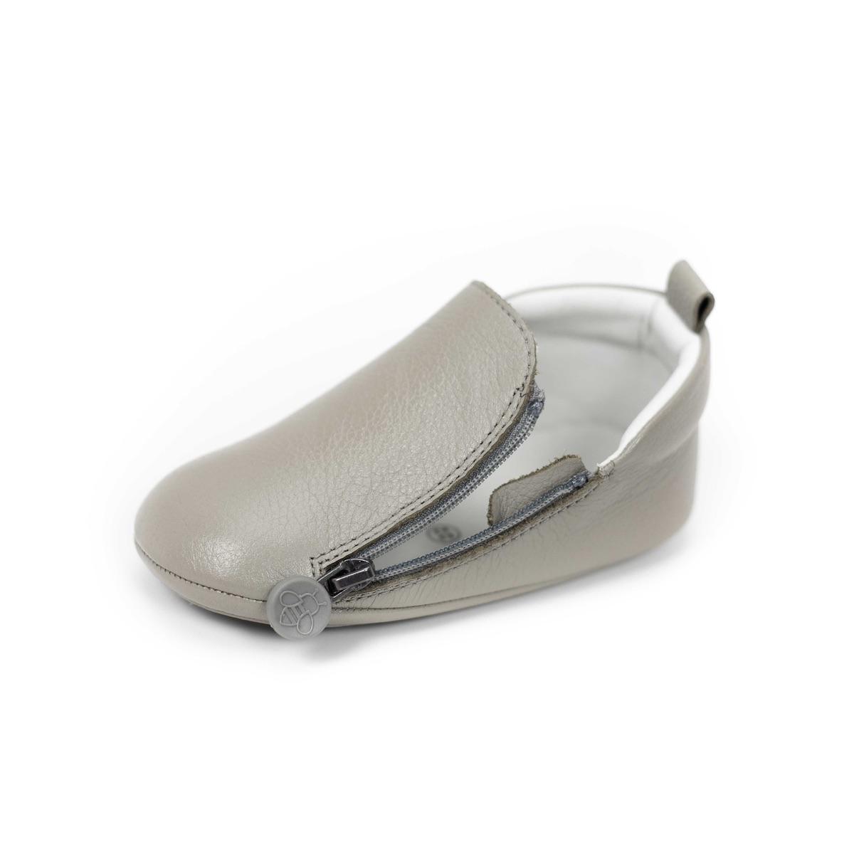 size1の片足の重さは約32g! 室内での靴の練習や、ベビーカーでのお出かけに最適。