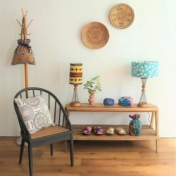 インテリアのスパイスに! ACME Furnitureから、アフリカンプリントのテーブルランプが限定登場