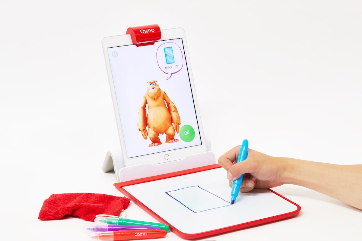 「オズモ クリエイティブ スターター キット」には、iPad用のオズモベース、反射鏡 、クリエイティブボード、 4本のドライイレースマーカ―、イレイザーポーチがセットに。