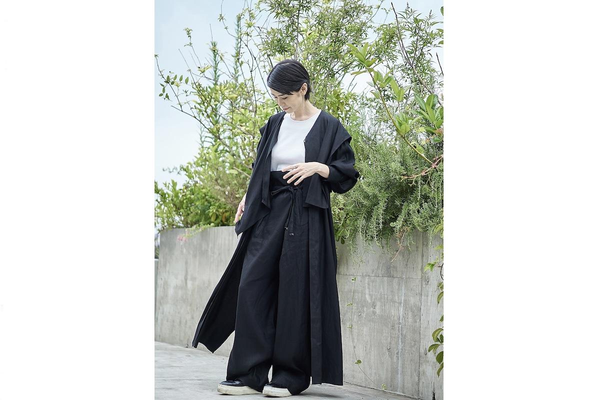 リネン混ワンピースコート(ホワイト・ブラック) 各¥19,800